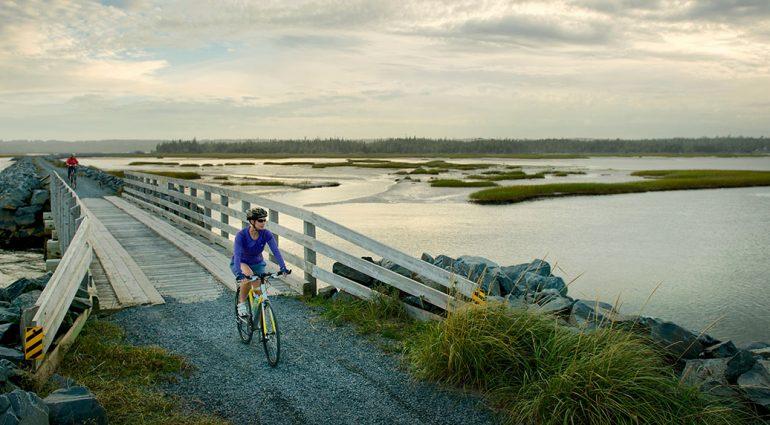 Cinq destinations canadiennes parfaites pour les cyclistes