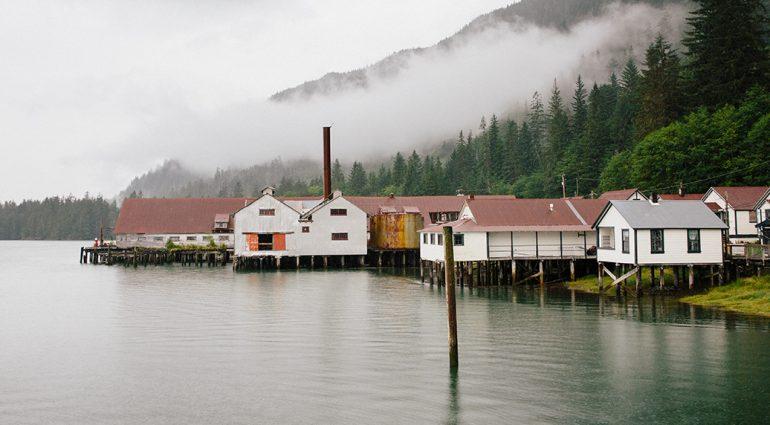 Villes fantômes et conserveries : Un voyage le long du fleuve Skeena